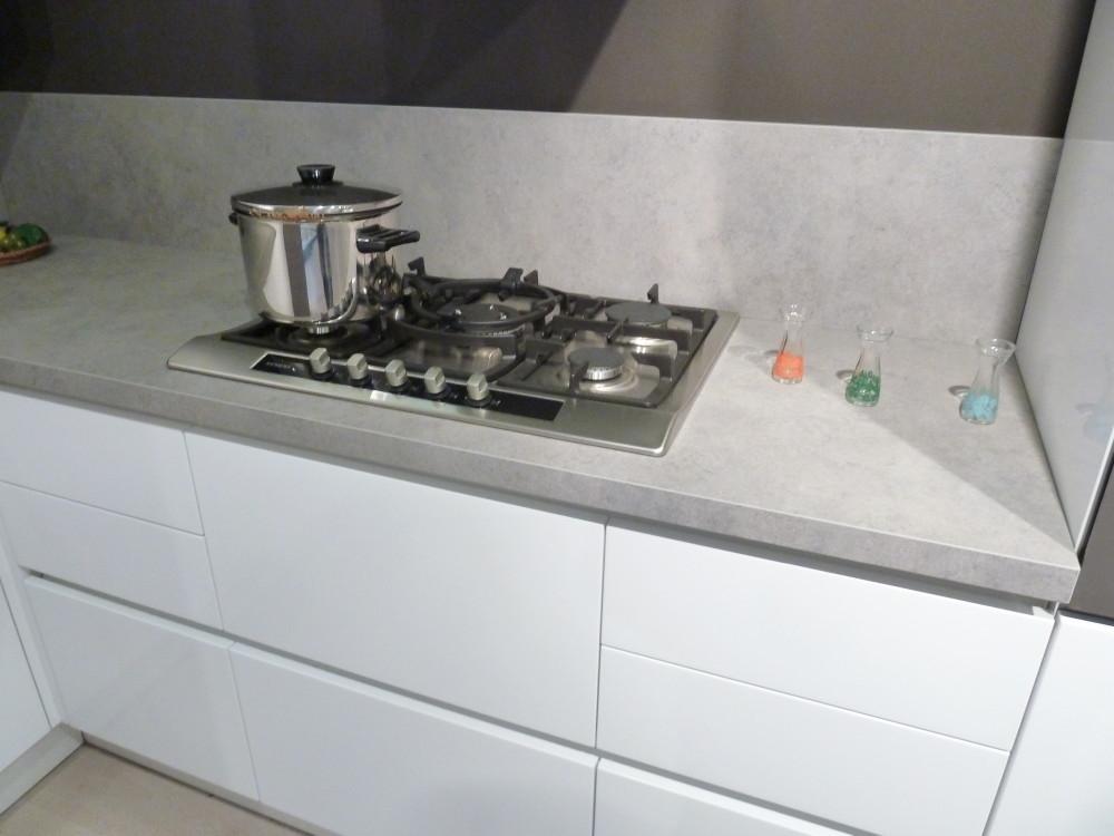Cucina arrital ak 03 bianca lucida scontata cucine a - Zoccolo cucina 12 cm ...