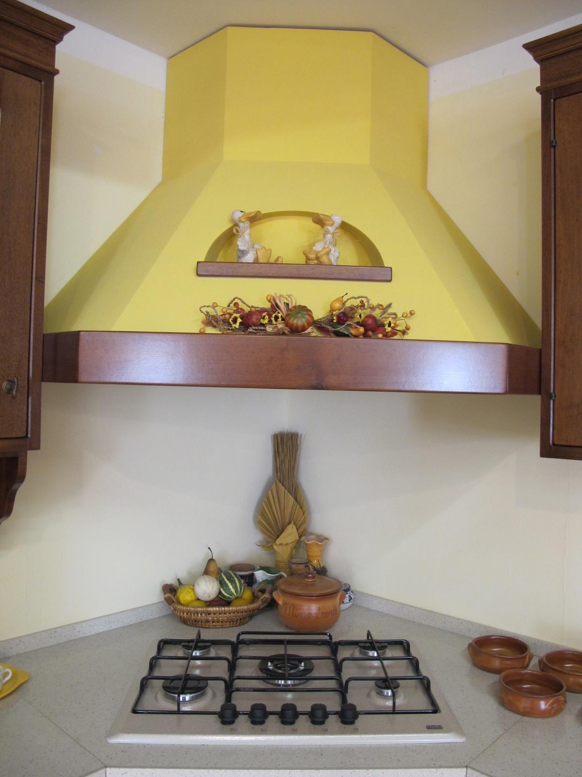 CUCINA IN LEGNO NOCE MASSICCIO scontato del -44% - Cucine ...