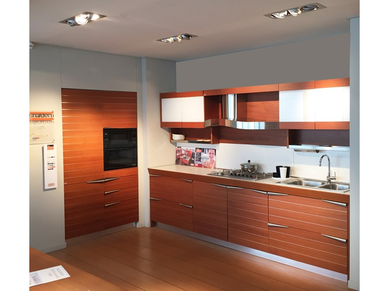 Cucina altri colori design lineare time snaidero in for Cucine di design in offerta