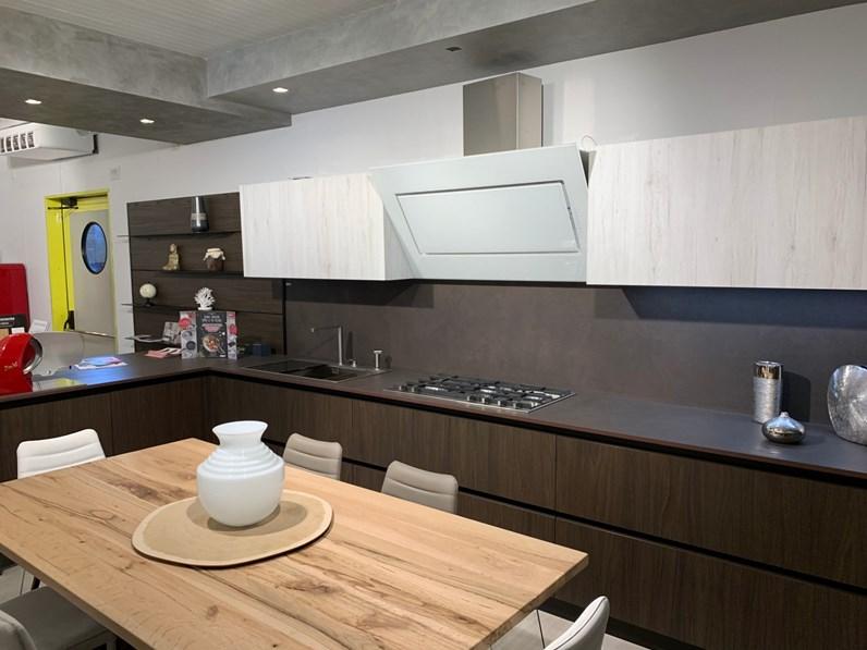 Cucina altri colori moderna ad angolo Laminato effetto legno Cucine noventa  scontata