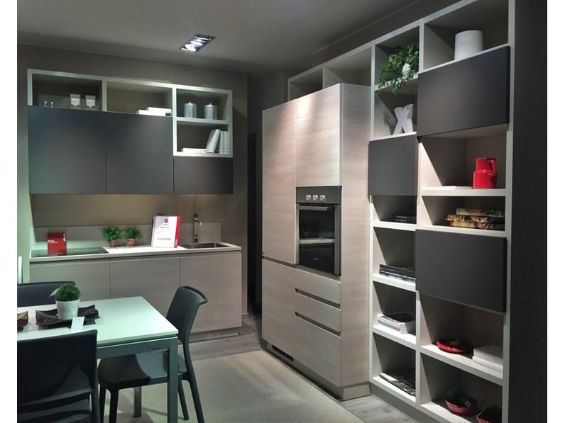 Cucina altri colori moderna ad angolo Motus olmo e grigio ferro Scavolini  in Offerta Outlet