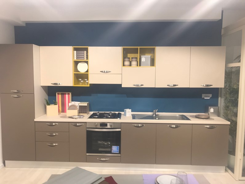 Cucina altri colori moderna lineare alma creo kitchens in - Colori cucina moderna ...