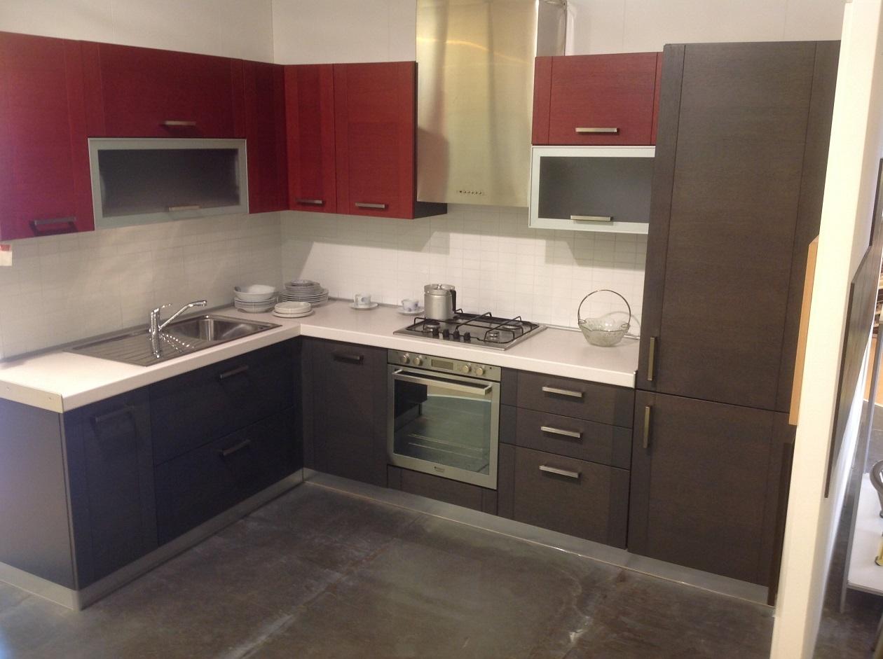 Cucina angolare anta telaio rovere moro rosso cucine a prezzi scontati - Pensile angolare cucina ...