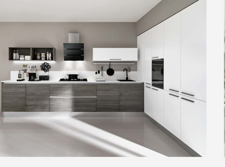 Cucina angolare max lineare essenza grigia moderna con colonne in offerta convenienza cucine a - Cucine moderne con dispensa ...