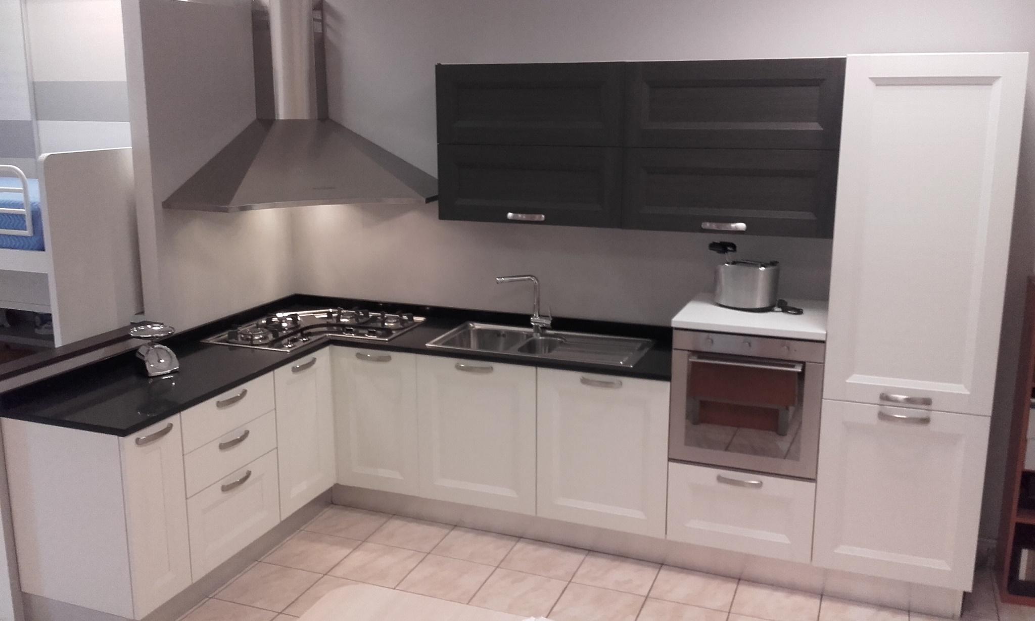 Cucina angolare modello fly di gentili cucine in polimerico a telaio bianco e grigi cucine a - Pensile angolare cucina ...