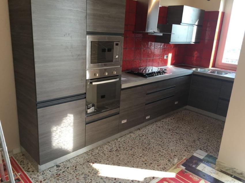 Cucina angolare modello linea industrial grigio offerta outlet convenienza cucine a prezzi - Cucine angolari in offerta ...