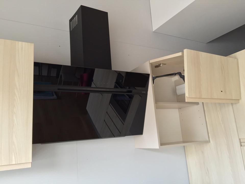 Cucina angolare moderna in laminato materico astra cucine con gola ...