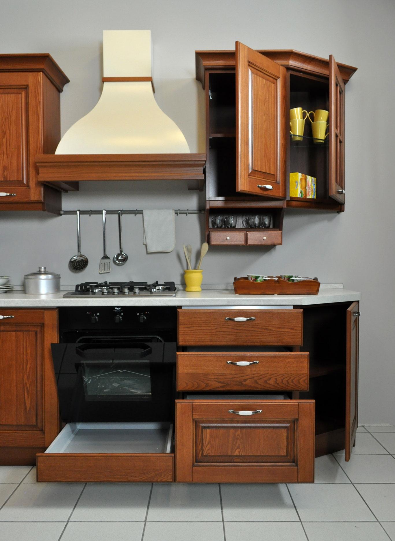 Cucina Angolare Veneta Cucine Con Elettrodomestici Scontata A Prezzo  #784021 1367 1874 Cucine Classiche Con Piano Cottura Angolare