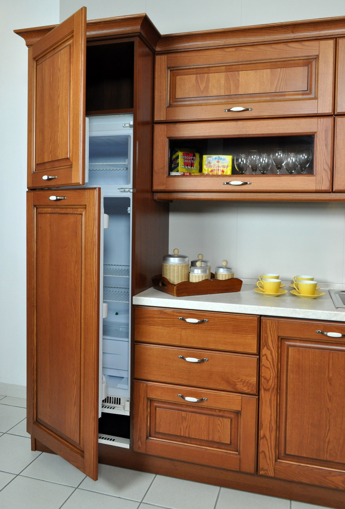 Cucina angolare veneta cucine con elettrodomestici - Disposizione elettrodomestici cucina ...
