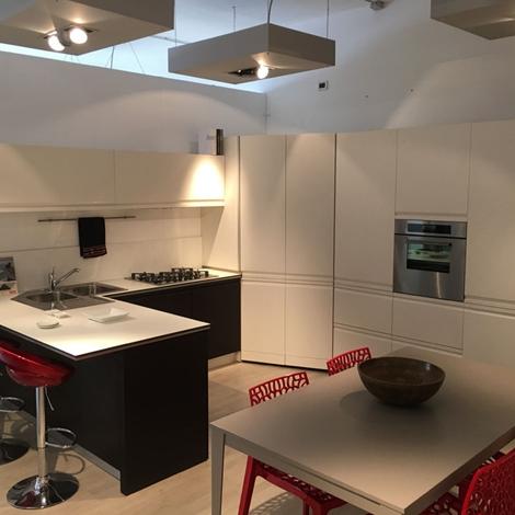 Cucina angolo dibiesse scontata del 63 laccata bianca - Cucina laccata opaca ...