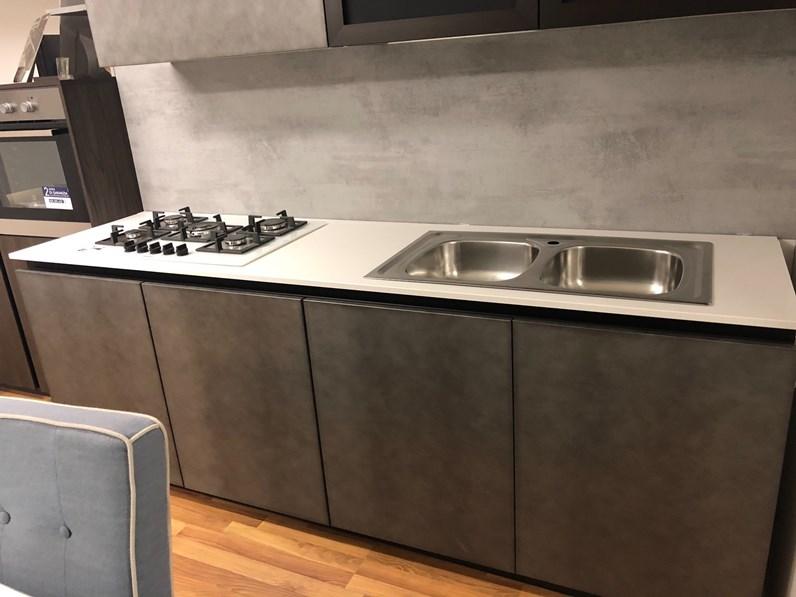 Cucina antracite design lineare cemento arredo3 in offerta for Cucine di design outlet