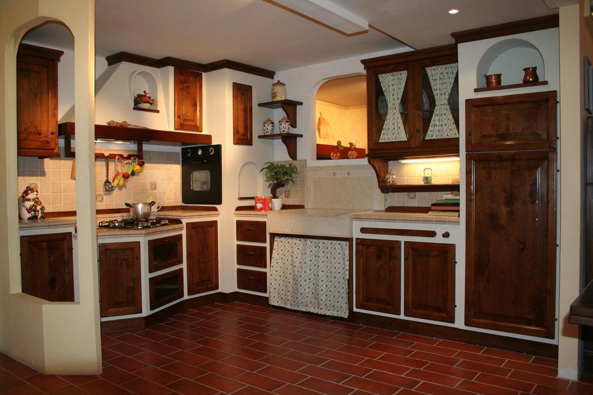 Cucina apm in legno di noce e scocca in listellare - Cucine di legno ...