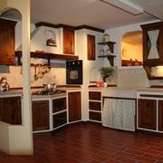 Cucina Apm in legno di noce e scocca in listellare