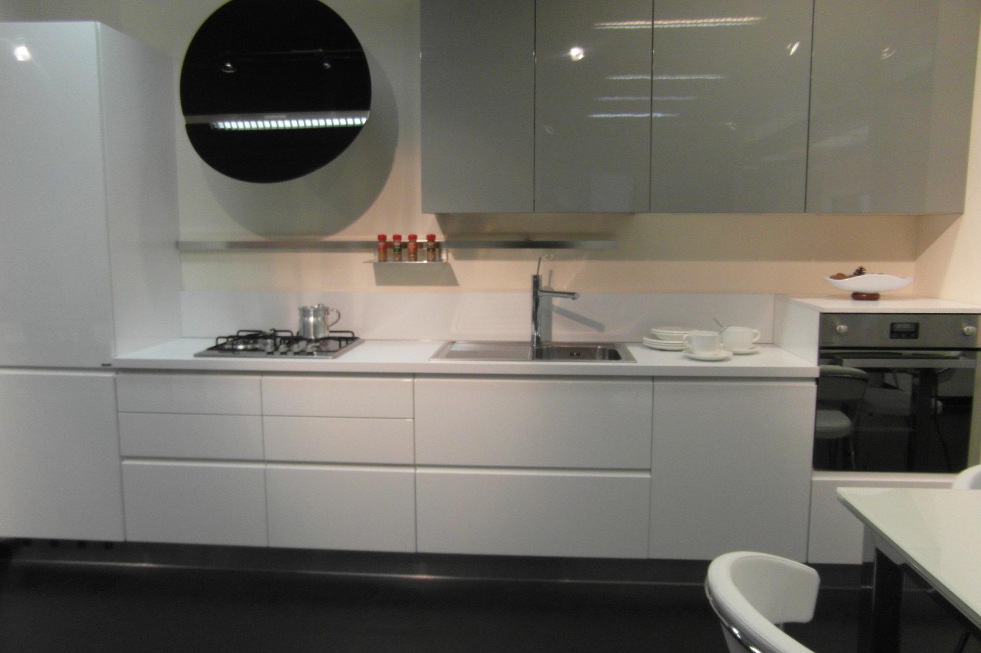 Cucina ar tre flo 39 moderna laccato lucido bianca cucine - Cucina bianca lucida ...