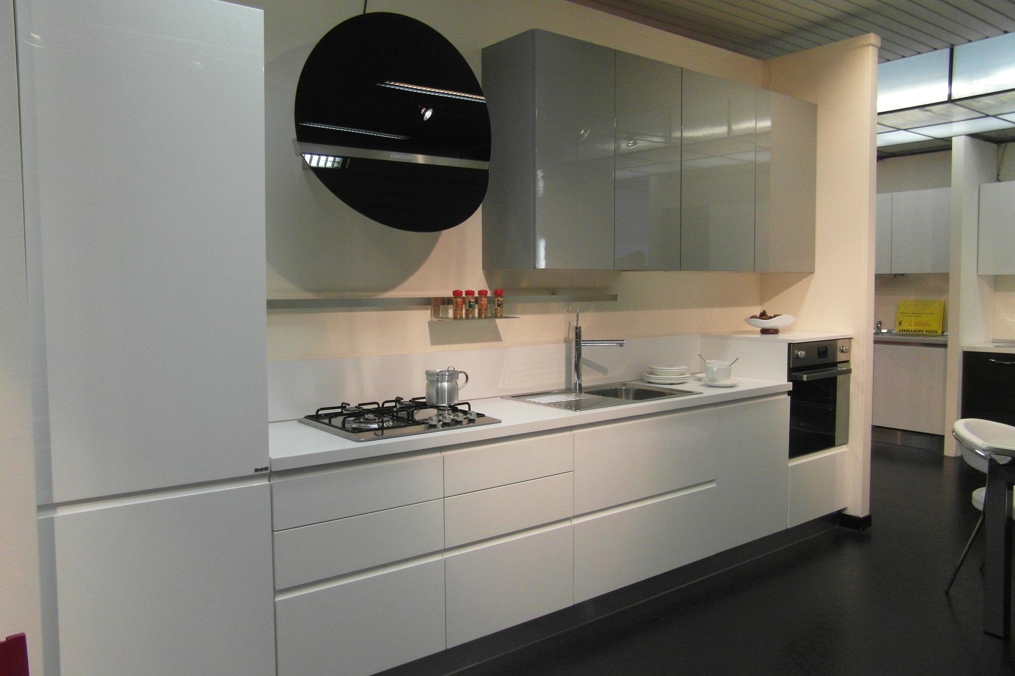 Cucina ar tre flo 39 moderna laccato lucido bianca cucine a prezzi scontati - Cucina bianca lucida ...