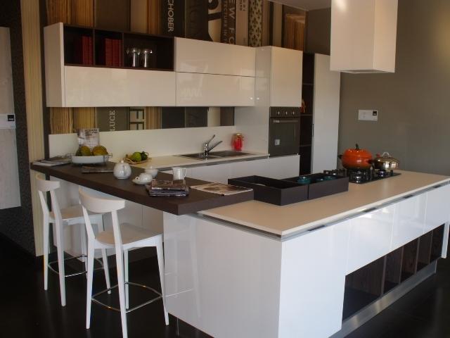 Cucina aran cucine bella moderno laccato lucido bianca for Aran cucine