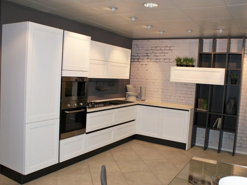 Cucina aran cucine country ad angolo bianca in legno magistra for Cucine componibili ad angolo prezzi
