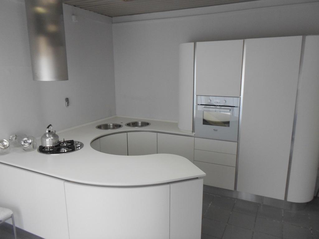 Cucina aran cucine volare moderna laccato opaco bianca - Cucina moderna laccata ...