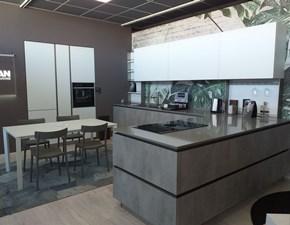 Cucina Aran moderna con penisola bianca in vetro Lab 13