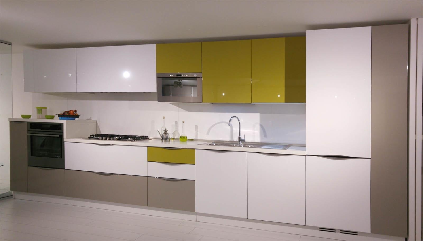 Cucina arredo 3 design polimerico lucido cucine a prezzi for Cucina arreda