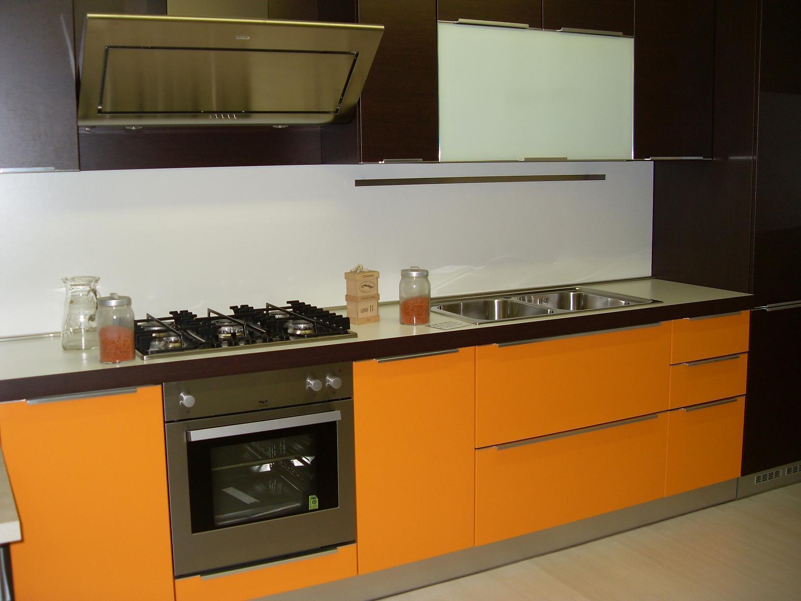 Cucina arredo3 diva moderna laminato opaco arancio - Laminato in cucina ...