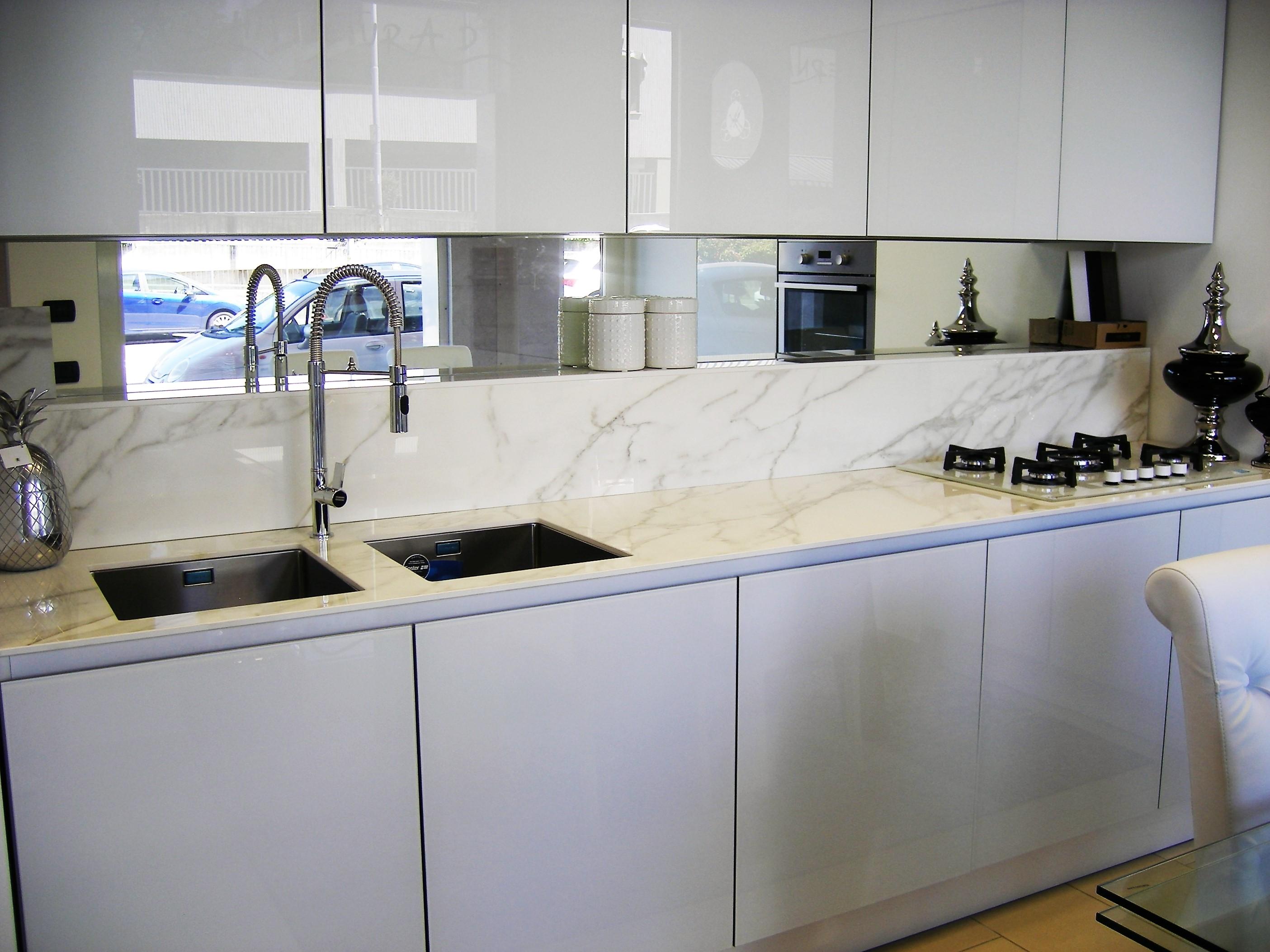 Cucina in vetro bianco lucido cucine a prezzi scontati - Top cucina in vetro ...