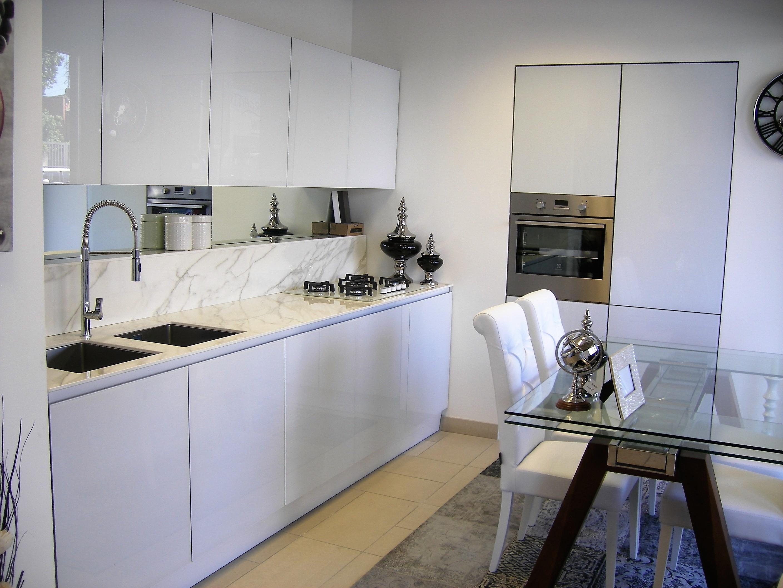 Cucina in vetro bianco lucido - Cucine a prezzi scontati