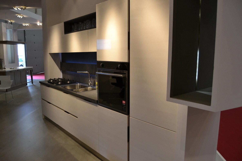 Arredo cucine roma cucina moderna varie soluzioni with for Arredamenti moderni cucine