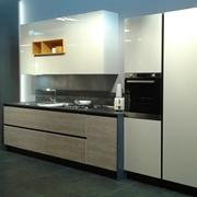 Cucina Arredo3 modello Cloe. Cucina moderna in legno laminato lucido e laccato opaco in colore bianco.