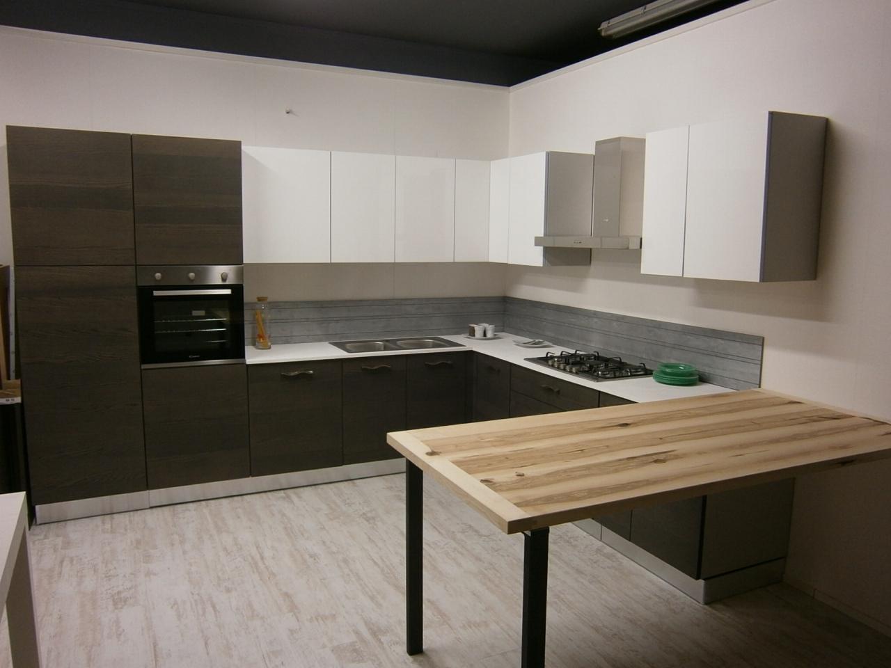 Arrex 2 cucina corallo moderne legno cucine a prezzi for Outlet cucine moderne