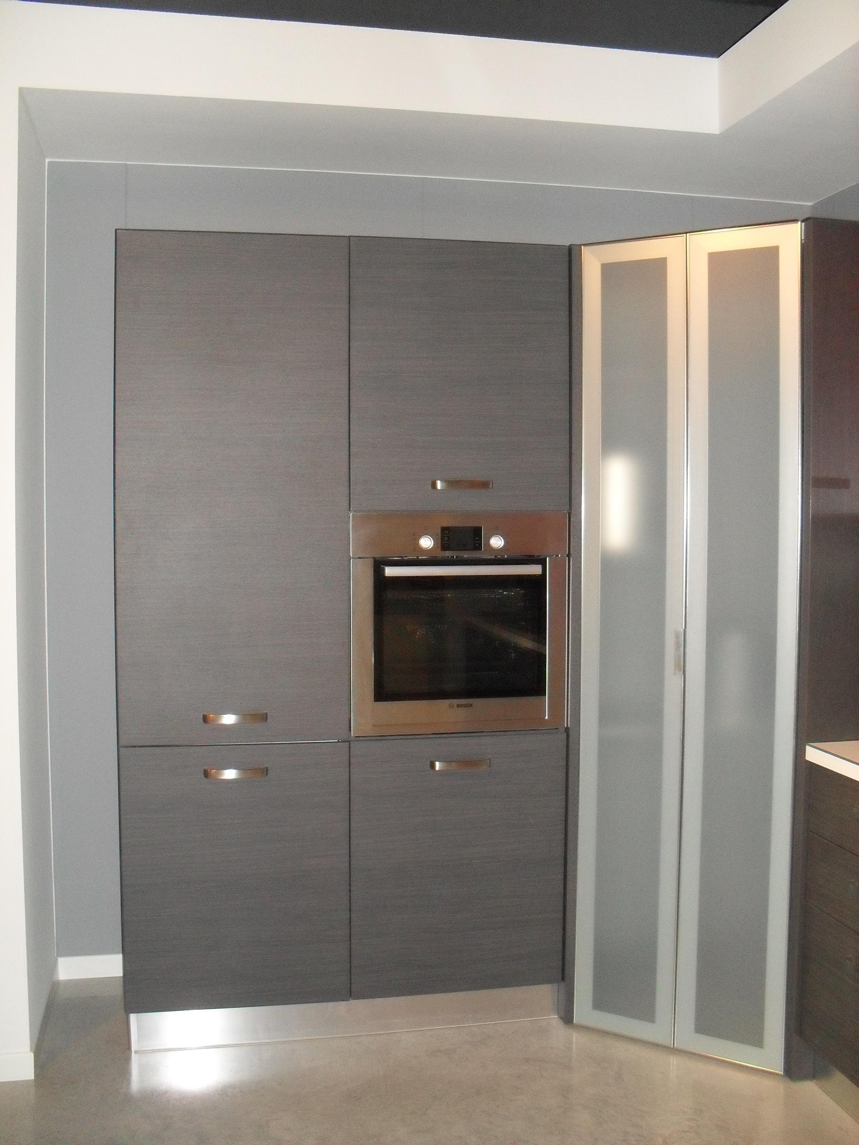 Cucine con frigo americano good cucina ad angolo with - Mobile porta forno microonde ...