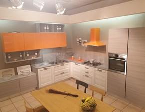 Cucina Arrex moderna ad angolo arancio in laminato materico Fiorella
