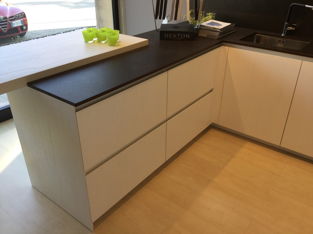 Cucina arrital cucine bianca e cemento moderna legno for Cucine e cucine prezzi