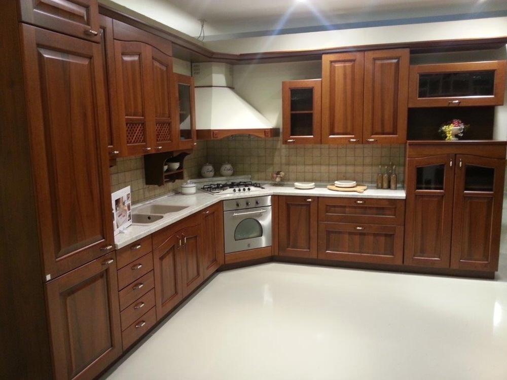 Arrital cucine cucina contrada classico legno neutra - Cucina con cappa ad angolo ...