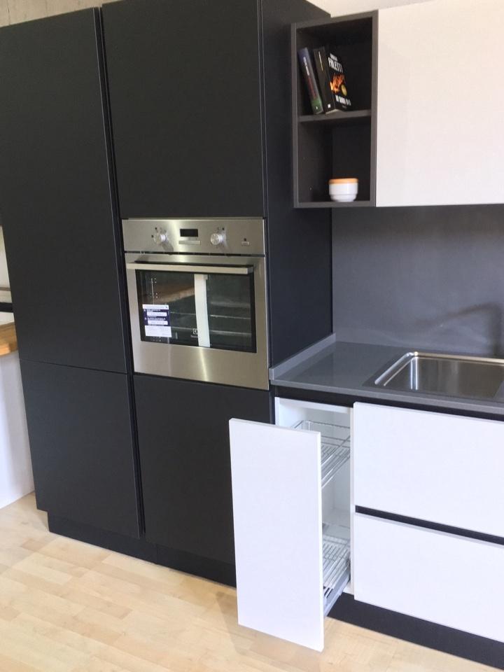Cucina Con Quarzo Nero : Cucina artigianale in fenix bianco nero top quarzo ed