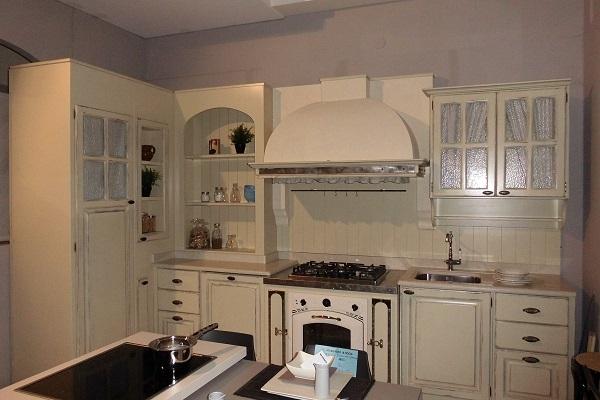 Cucina artigianale laccata anticata beige   cucine a prezzi scontati