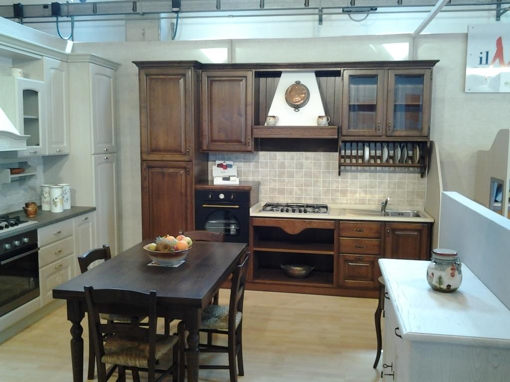 Cucina artigianale massello di castagno lineare cucine a for Cucine legno massello