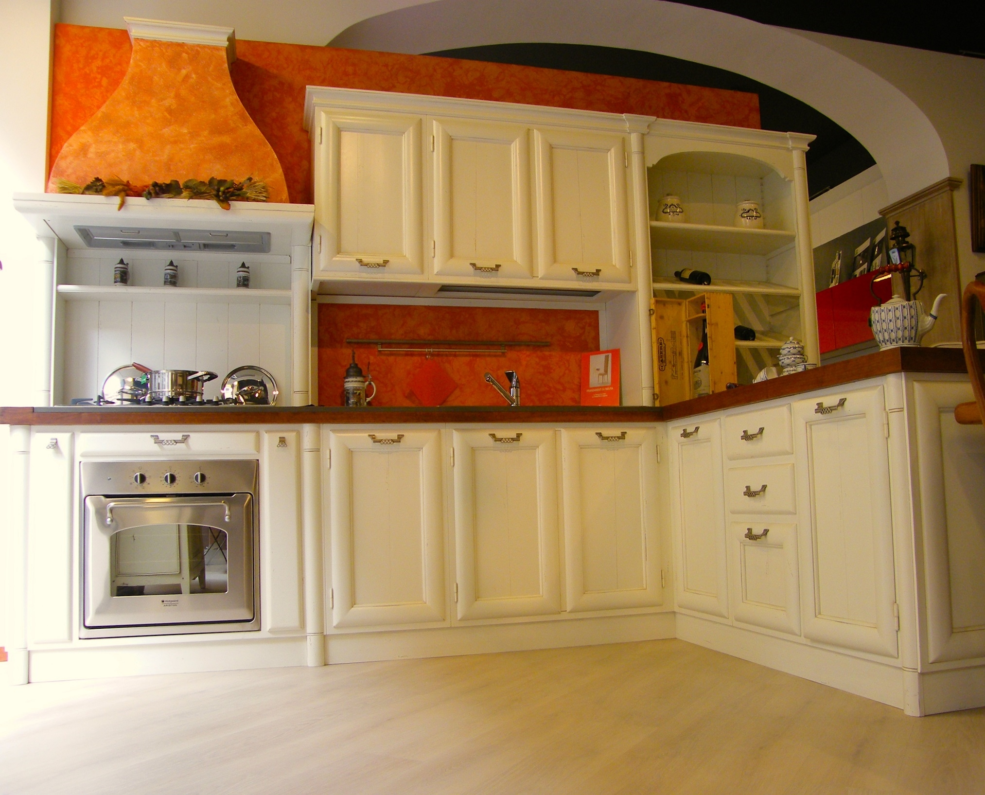 Cucina artigianale modello Amelia in legno massello laccata bianca ...