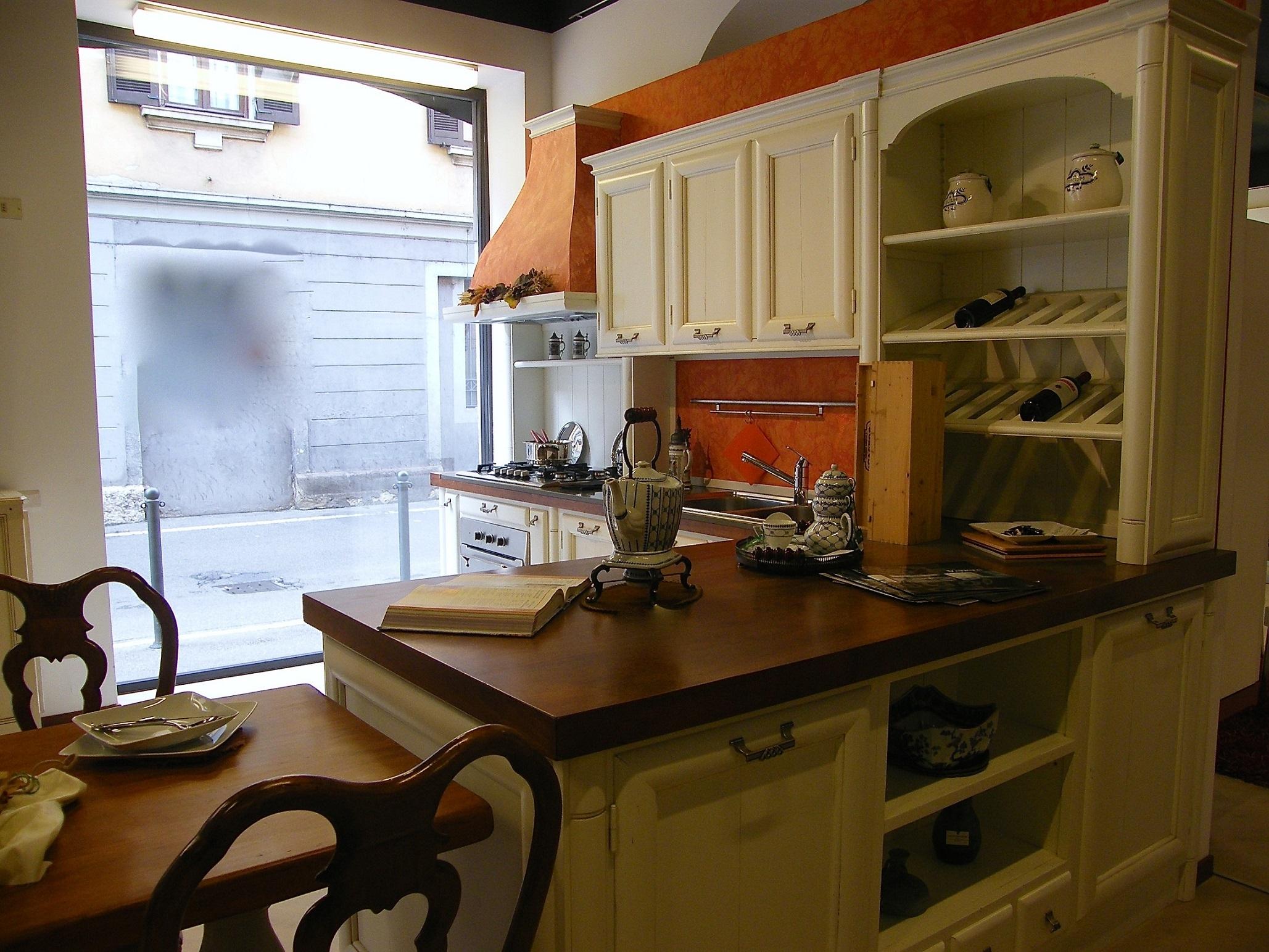 Cucina artigianale modello amelia in legno massello - Cucina laccata bianca ...