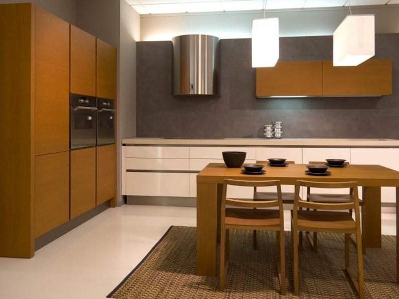 Cucina artigianale moderna color bianco lucido e legno for Casa ingross by visma arredo
