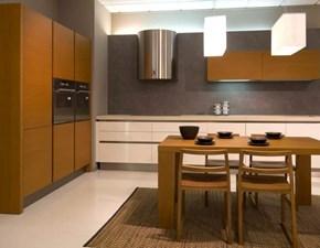 Cucina artigianale laccato bianco lucido e legno con piano in pietra