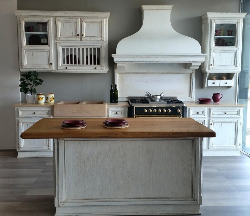 Cucina artigianale stile shabby scontata cucine a prezzi for Top per cucine prezzi