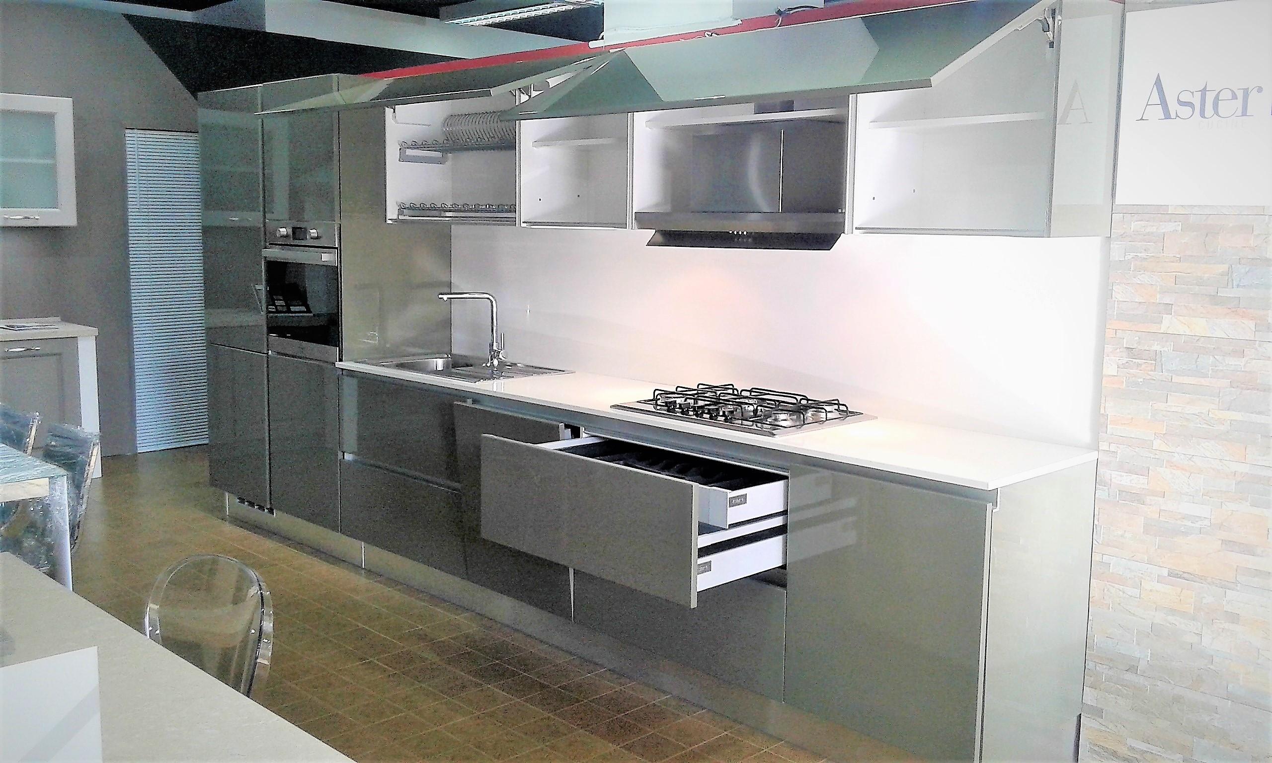 cucina ASTER laccata scontata del 50 % per rinnovo esposizione ...