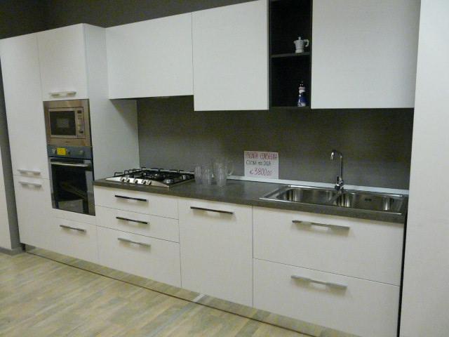 Cucina astra cucine cucina modello dada moderne legno - Cucina bianca legno ...
