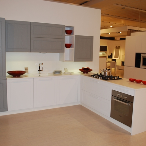 Cucina Astra Cucine Old line Moderno Laccate Opaco Bianca