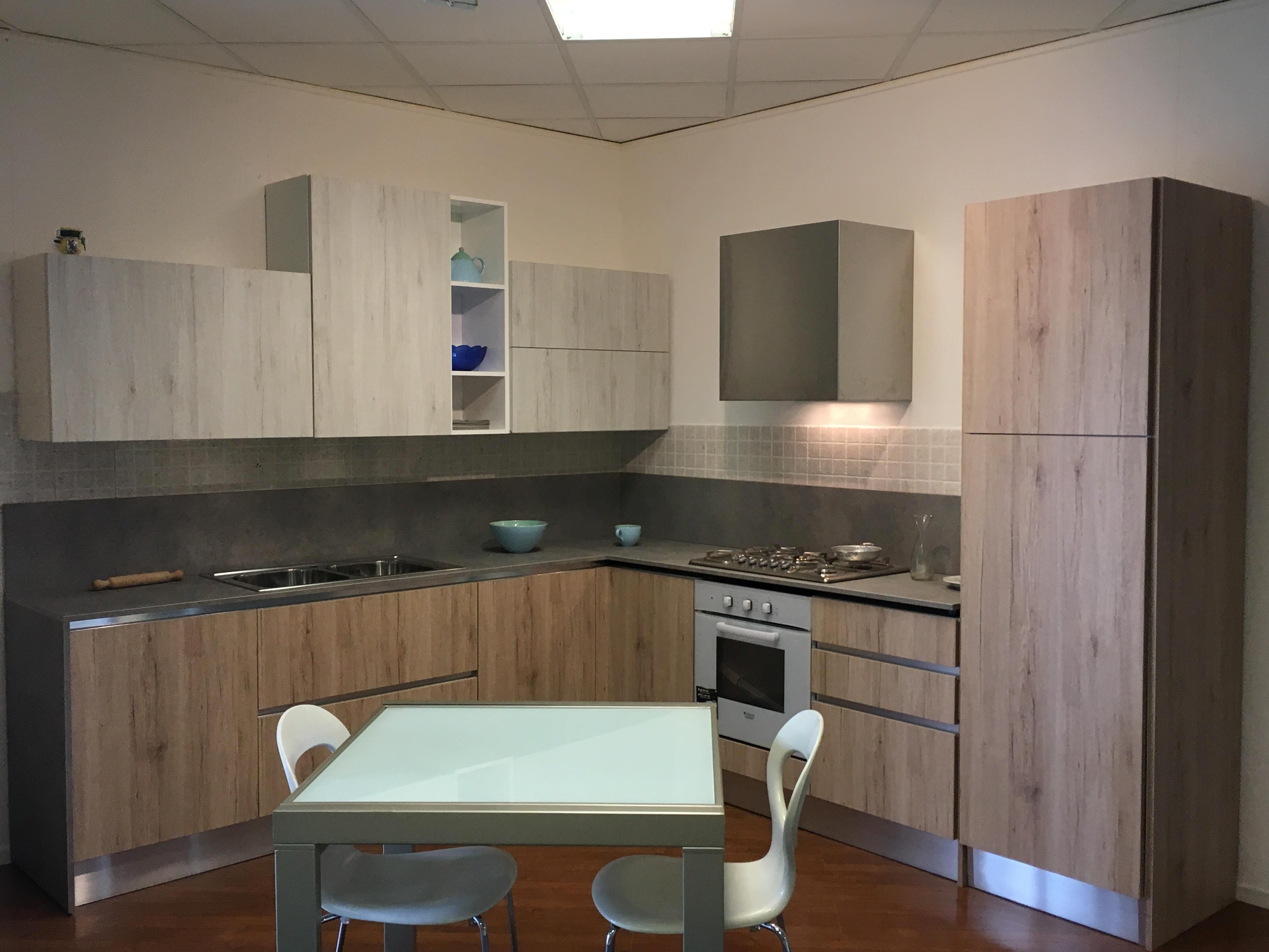 Cucina astra cucine sp22 in offerta cucine a prezzi scontati - Composizione cucina ad angolo ...