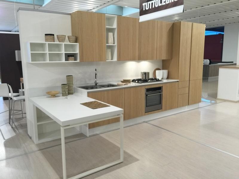 Cucina astra cucine tutto legno con penisola rovere - Cucina bianca e legno naturale ...