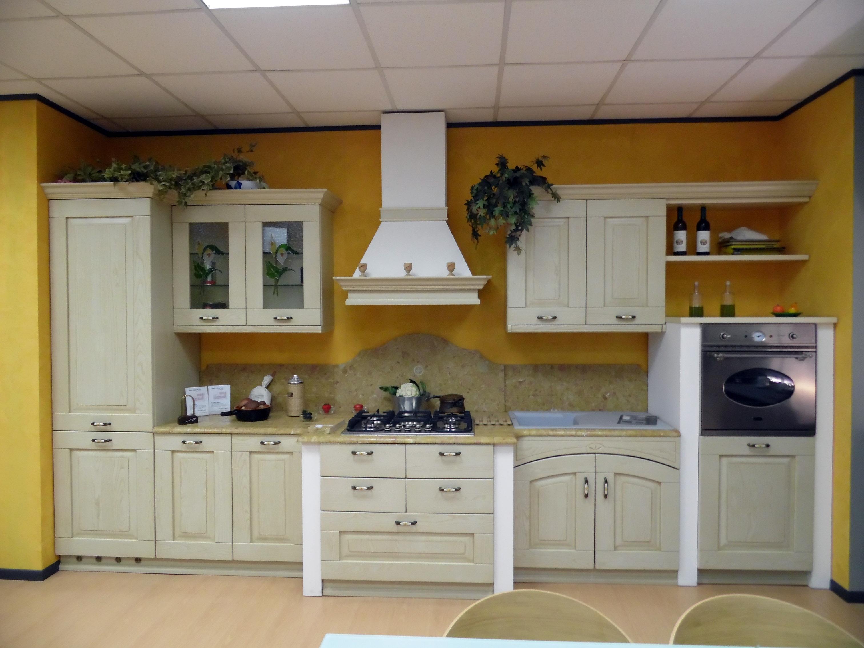 Cucina Astra Fiorenza Castagno decapè beige - Cucine a prezzi scontati
