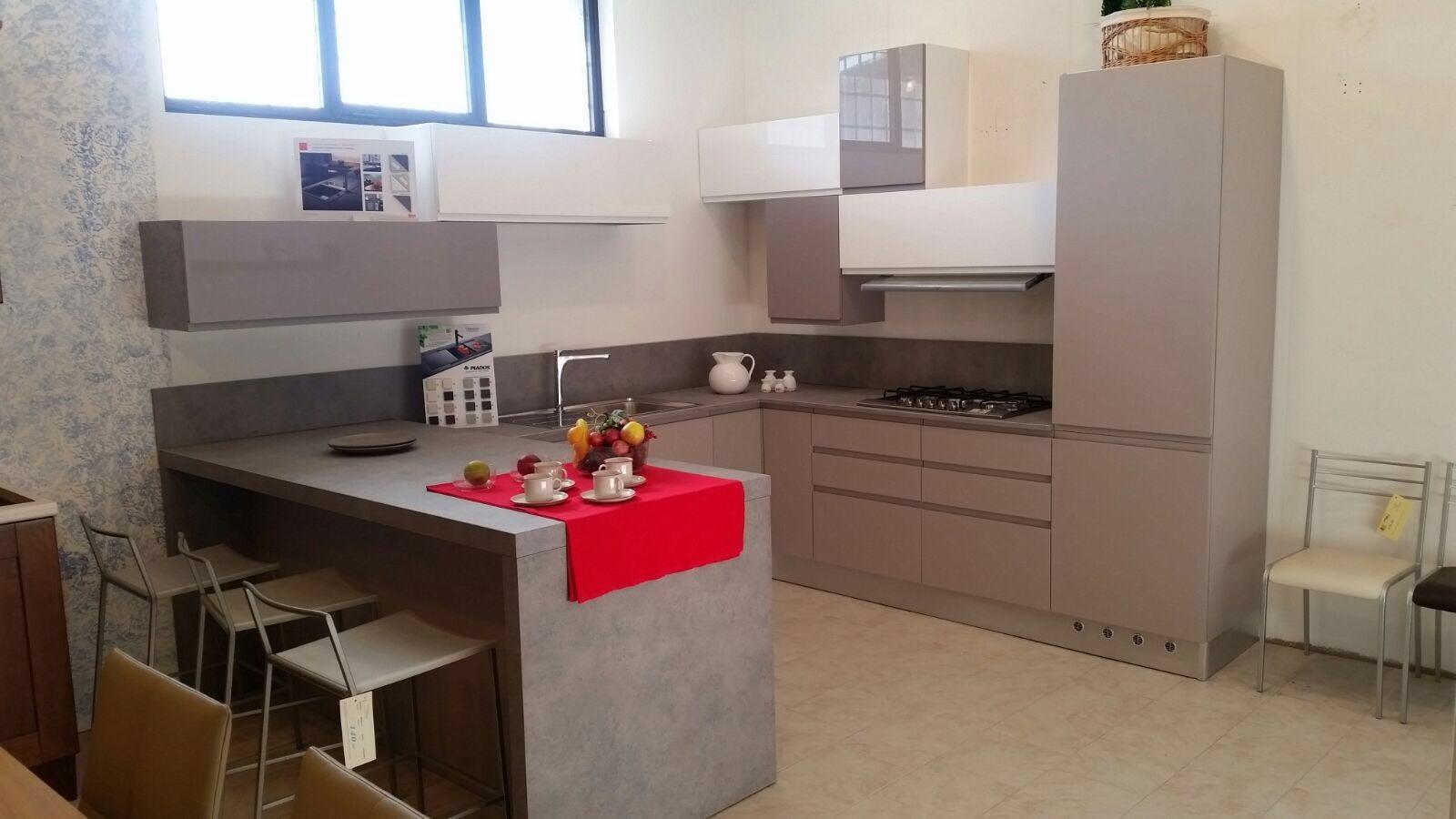 Cucina Astra modello Lina angolare con penisola laccato opaco tortora scuro e bianco lucido ...