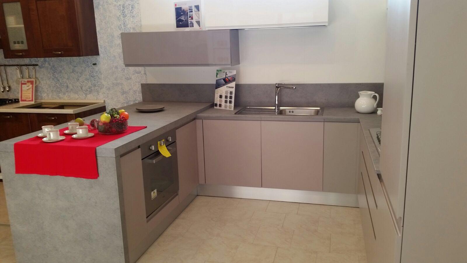 Lampadario bianco e tortora design casa creativa e - Cucina bianca e tortora ...